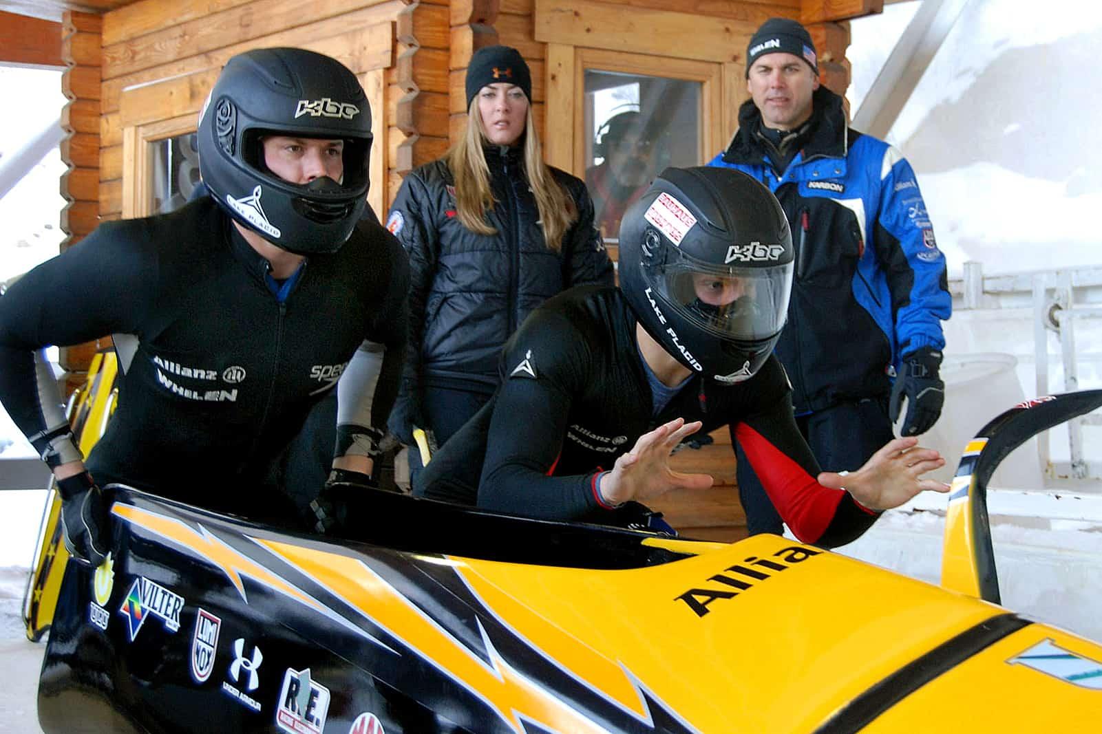 L'enterrement de vie de célibataire, une idée d'activité à la neige pour les sports d'hiver: le bobsleigh