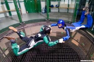 Défi enterrement vie célibataire : s'envoyer en l'air dans un simulateur de chute libre en soufflerie