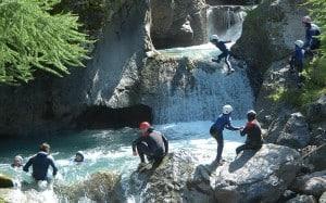Pour un enterrement de vie de célibataire plein d'aventure, optez pour une séance de canyoning